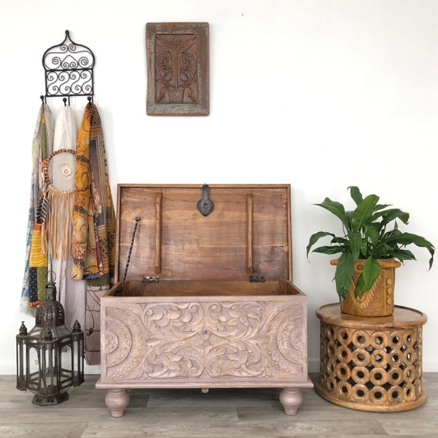 Mahika Blanket Box